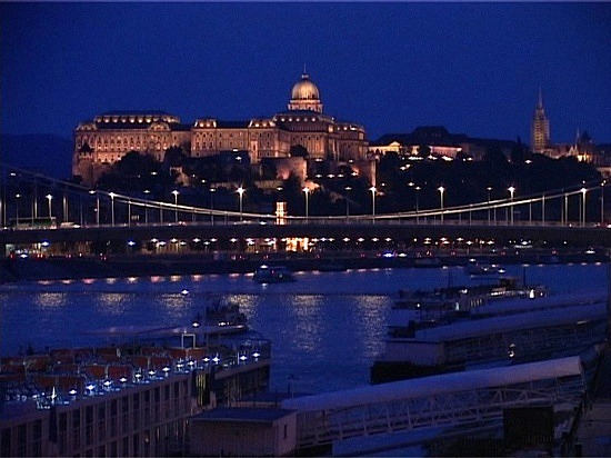 1_1237510260_budapest-at-night