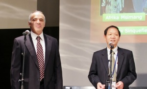 Kasparov and Leong