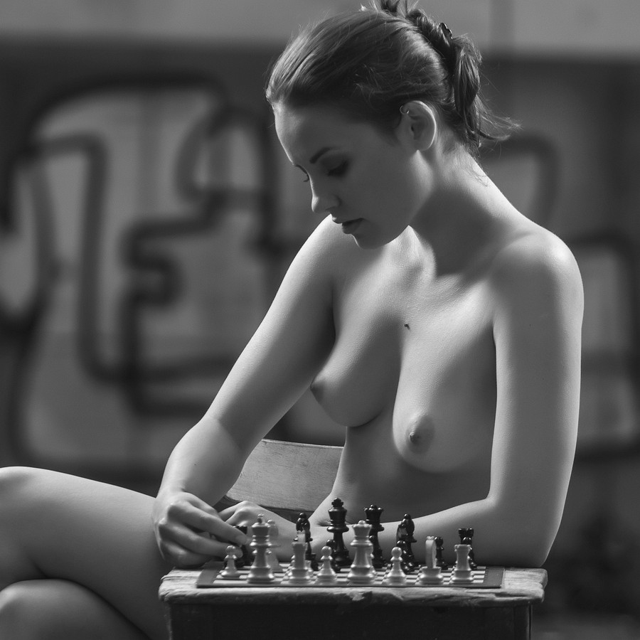Chess match on naked body 7