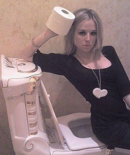 sexy-selfy-toilet-paper