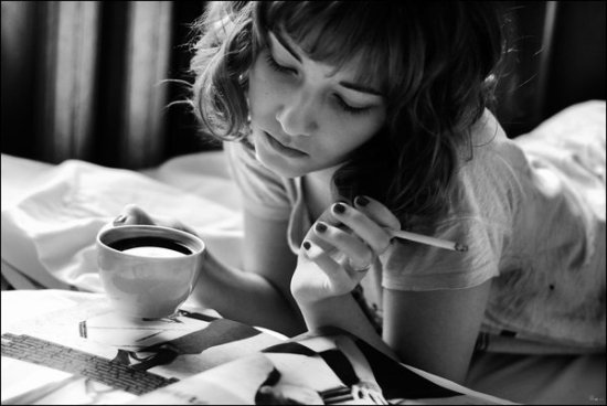 black-and-white-cigarettes-coffee-girl-Favim.com-192570