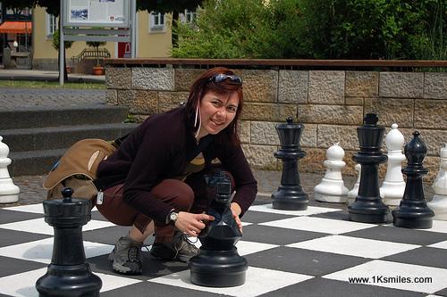 giant-chess-girl-001