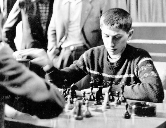 1958-bobby-fischer-is-seen-playing-a-practice-round-with-soviet-grandmaster-tigran-petrosian-at-the-central-chess-club-in-moscow-in-the-soviet-union-in-june-2