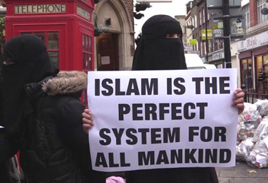 united-kingdom-muslims-stage-anti-alcohol-protest-in-brick-lane-01-jan-14