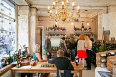 Where other than Paris can you find Chess, wine and women all within reach? http://hipparis.com/2012/08/22/a-new-trend-brewing-in-paris-artisanal-beer-at-peoples-drugstore/