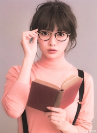 Book worm or sexy Librarian. Shiraishi Mai's Photo Book. http://suzunari-bijin.tumblr.com/post/143673398295