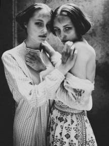 A fantastic photo ot twins. Sources are unclear if the photographer was/is Diane Arbus (1923-1971) or Chadwick Tyler. I think that it is more in Arbus' style, but who can be sure.