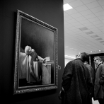 Photo by Vivian Maier Sadness in a Museum. http://pt.slideshare.net/guimera/museum-watching