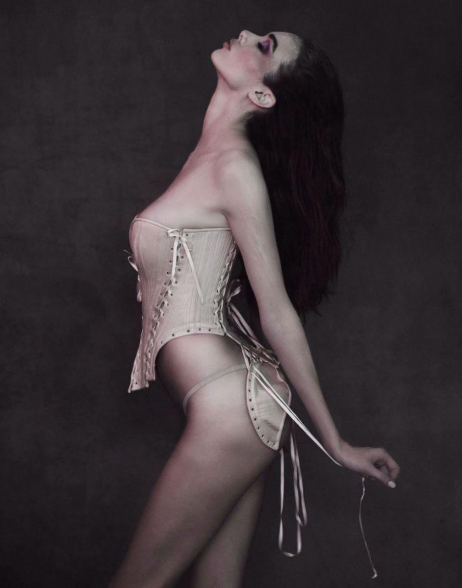 Model Simone Kerr Kunza Corsetorium lingerie